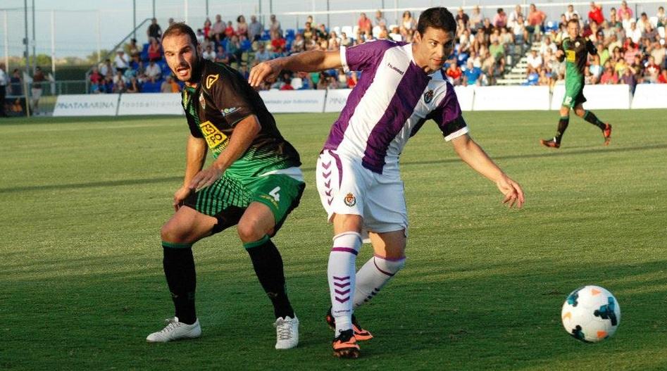 Óscar González, autor del gol pucelano, con David Lombán. (RealValladolid.es)