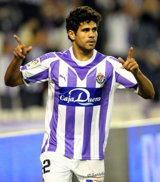 Diego Csta con la camiseta blanquivioleta (El Norte de Castilla)
