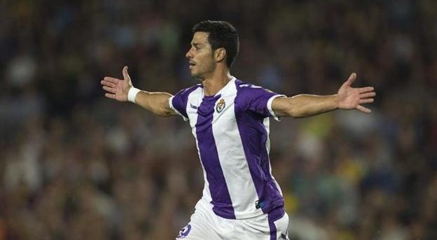 Javi Guerra celebra su gol en el Camp Nou.