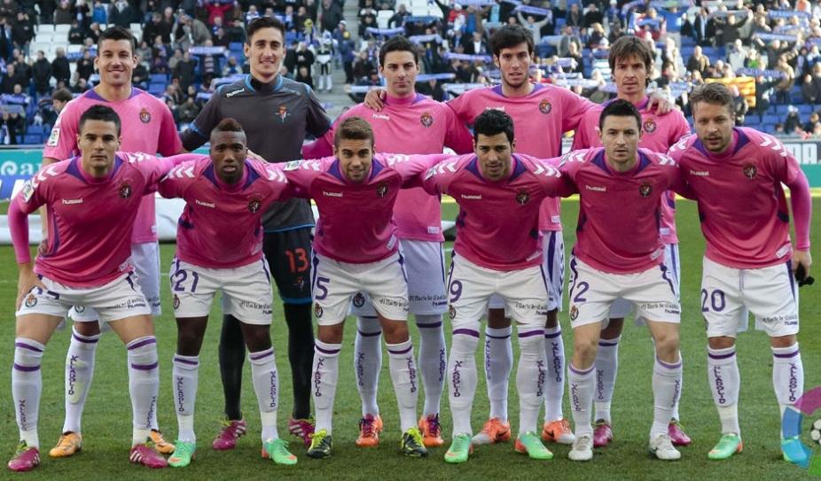 Último once del Real Valladolid en 2013, con camisetas en apoyo a la lucha contra el cáncer