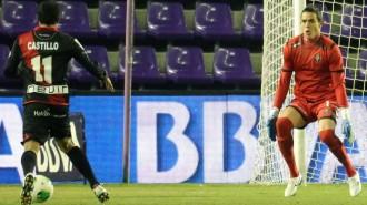 Jaime y Nery Castillo en una de las ocasiones rayistas del partido (RealValladolid.es)