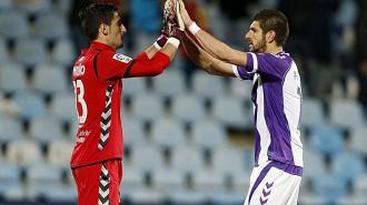Dieg Mariño y Sefan Mitrovic celebran el punto conseguido en Getafe (Marca)