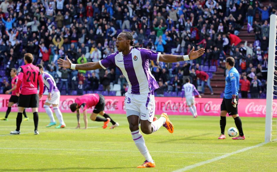 Manucho, protagonista de la victoria, celebra el tanto a la U.D. Almería (RealValladolid.es)
