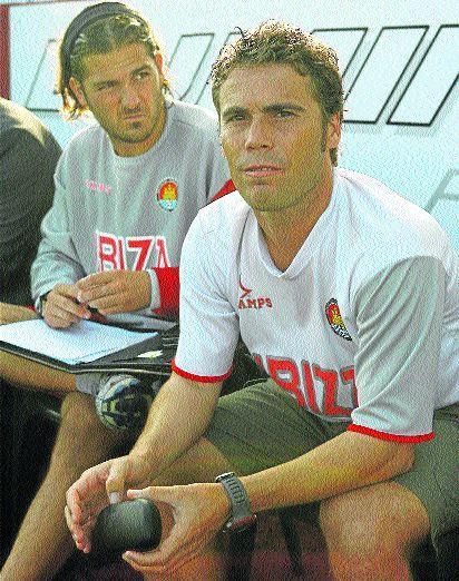 Rubí y Xavier Gil en el banquillo del Ibiza