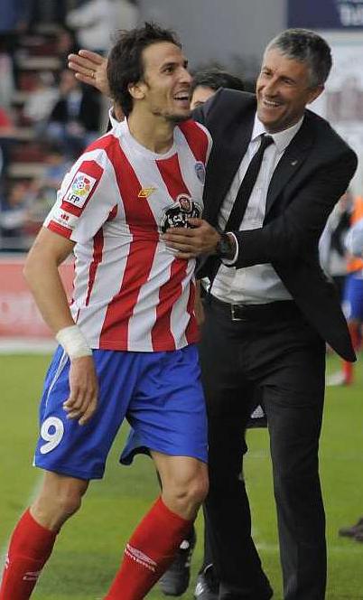 Óscar Díaz celebra un gol con Quique Setién (Marca)