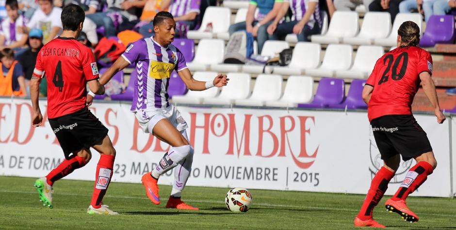 Johan Mojica en el encuentro ante el Mirandés en el estadio José Zorrilla durante el mes de noviembre (RV.es)