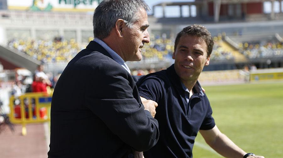 Paco Herrera y Rubi se saludan antes de la vuelta del play-off de ascenso de 2014 <em><strong>(RealValladolid.es)</strong></em>