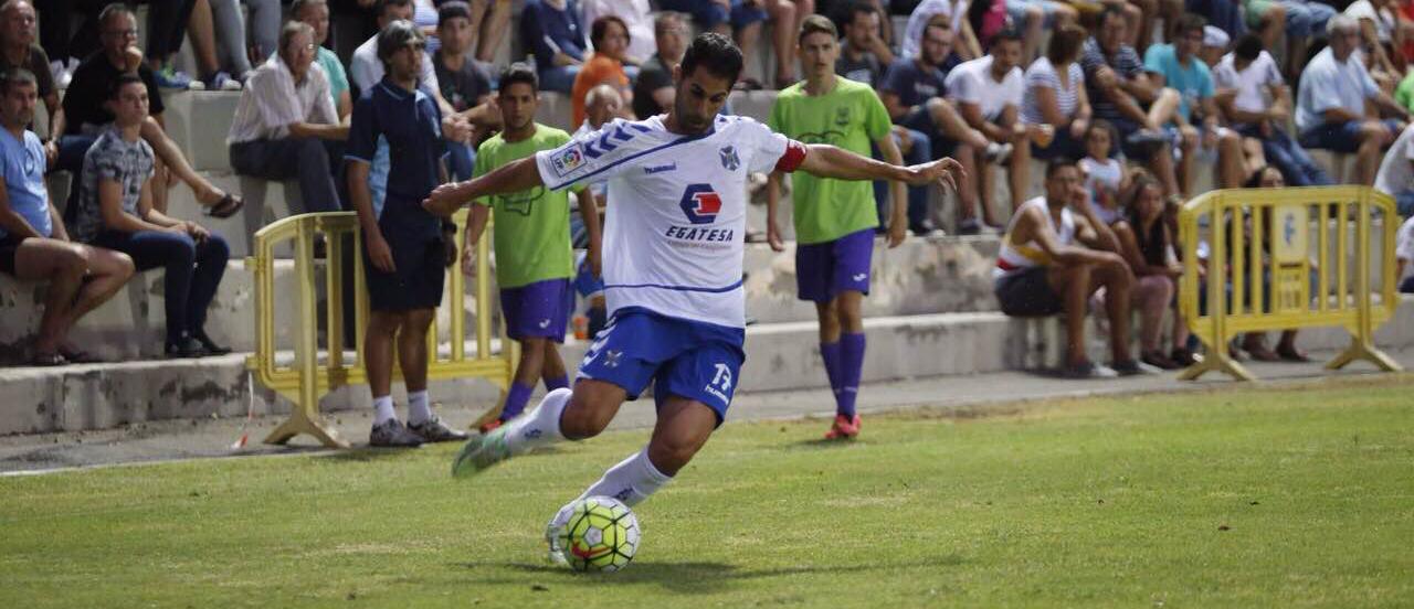 Javi Moyano durante un encuentro de esta pretemporada con el Club Deportivo Tenerife (TenerifeManía)