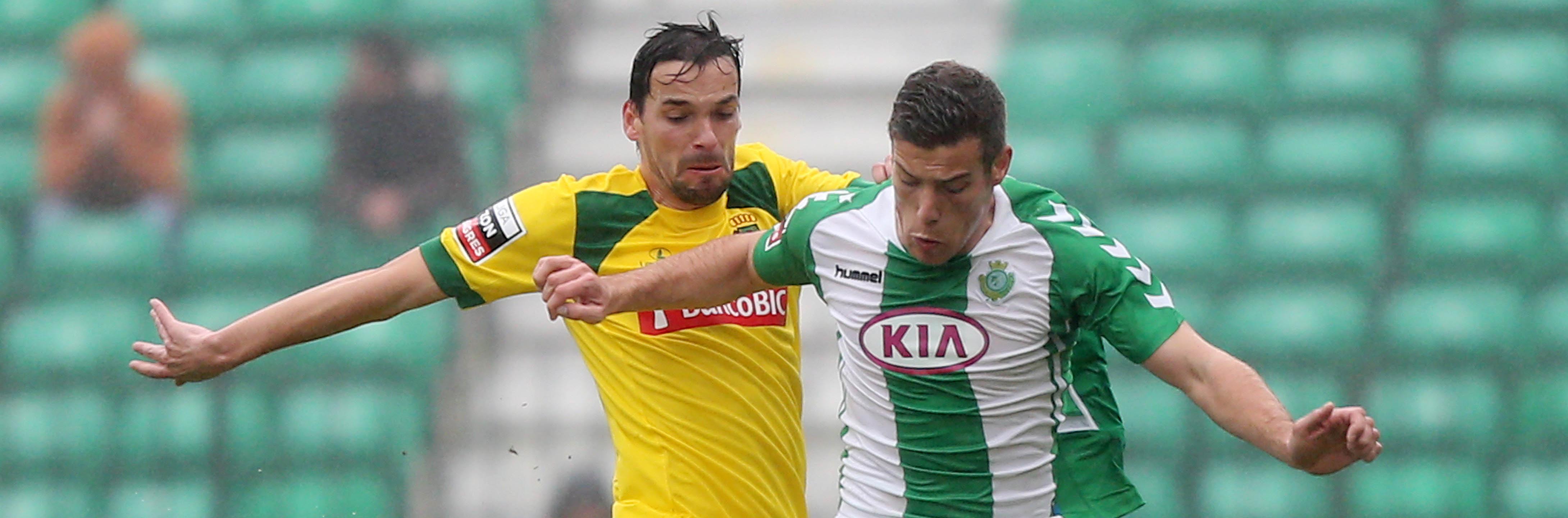 Pedro Tiba junto a André Leão en un partido que ambos disputaron en la temporada 2013/2014 en Portugal (VCF.pt)
