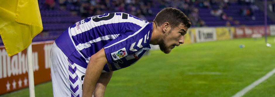 Pedro Tiba se dispone a lanzar un saque de esquina en un reciente partido en el estadio José Zorrilla (RealValladolid.es)