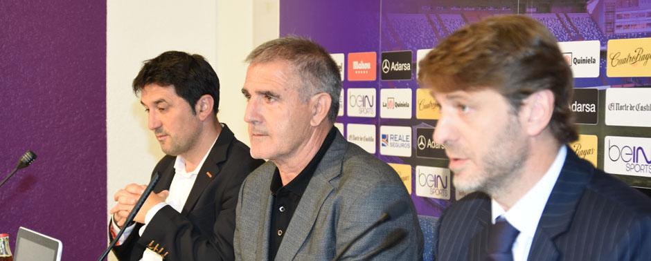 Braulio Vázquez, Paco Herrera y Carlos Suárez, en la rueda de prensa de presentación del pacense <em><strong>(RealValladolid.es)</strong></em>