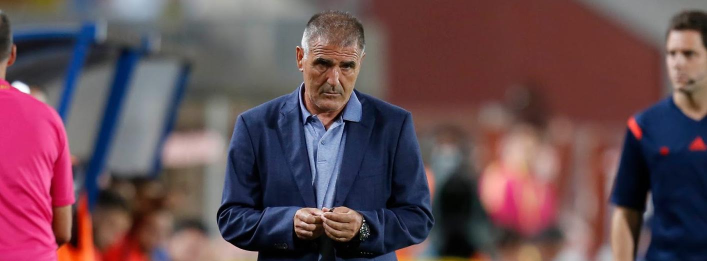 Paco Herrera durante uno de sus últimos partidos en el banquillo de la Unión Deportiva Las Palmas (GradaCurva)