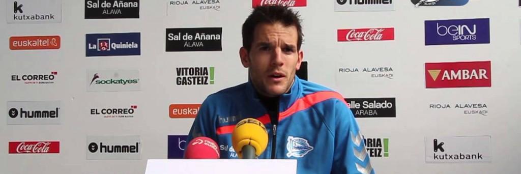 Pau Torres durante una rueda de prensa en su temporada en Mendizorroza (DeportivoAlavés.com)