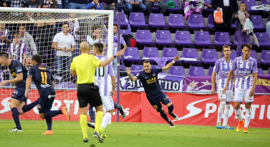 Los jugadores del UCAM celebran el gol de la victoria el el José Zorrilla (RealValladolid.es)