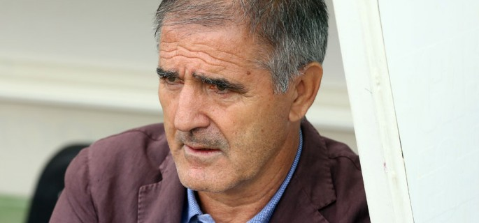 Paco Herrera en el banquillo del Real Valladolid el pasado sábado ante la S.D. Huesca <em><strong>(RealValladolid.es)</strong></em>