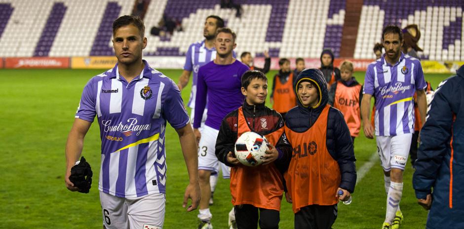 Luismi Sánchez se encamina hacia los vestuarios después de la victoria copera ante el Club Deportivo Tenerife <em><strong>(RealValladolid.es)</strong></em>