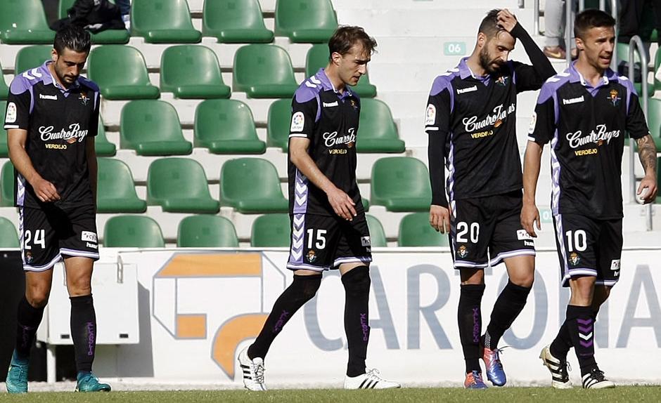 Alex Pérez, Rafa López, Alberto Guitián y Sergio marcos tras recibir el segundo gol del Elche (LaLiga)