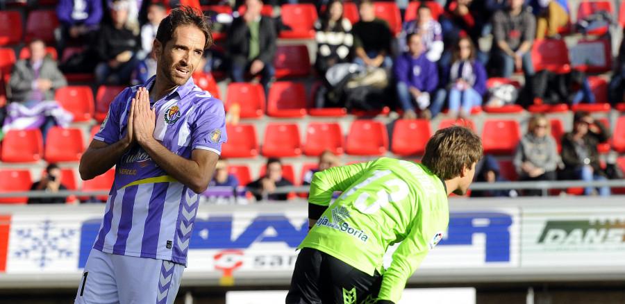 Míchel Herrero se lamenta tras una ocasión fallada durante los primeros 45 minutos disputados en Soria (LaLIga)