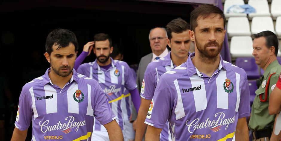 Alex López y Míchel Herrero acceden al terreno de juego en el duelo disputado ante la A.D. Alcorcón <em><strong>(RealValladolid.es)</strong></em>