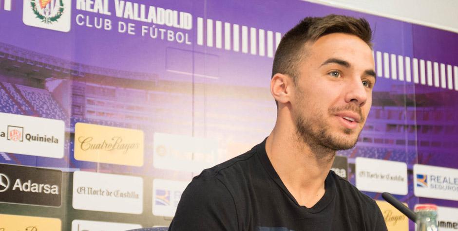 Sergio Marcos, uno de los centrocampistas a la sombra de Alex y Míchel, en su presentación <em><strong>(RealValladolid.es)</strong></em>