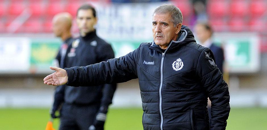 Paco Herrera da indicaciones en el partido disputado en Los Pajarios hace sólo un par de semanas (RealValladolid.es)