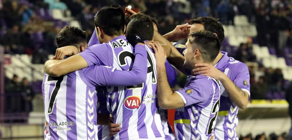 Los jugadores pucelanos celebran uno de los goles anotado al Club Deportivo Mirandés <em><strong>(RealValladolid.es)</strong></em>