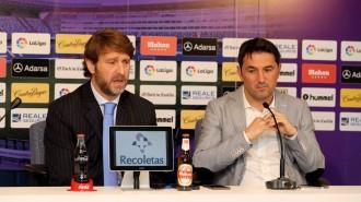 Carlos Suárez y Braulio Vázquez en la rueda de prensa en la que se oficializó la renovación del gallego (RealValladolid.es)