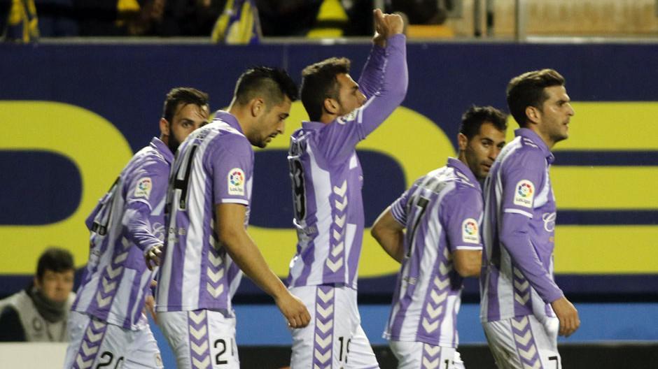 Joan Jordán celebra, junto a sus compañeros, el gol de la victoria en el Ramón de Carranza (LaLiga)