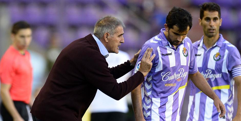 Paco Herrera da indicaciones a Alex López en la victoria al Girona FC en el José Zorrilla (RealValladolid.es)