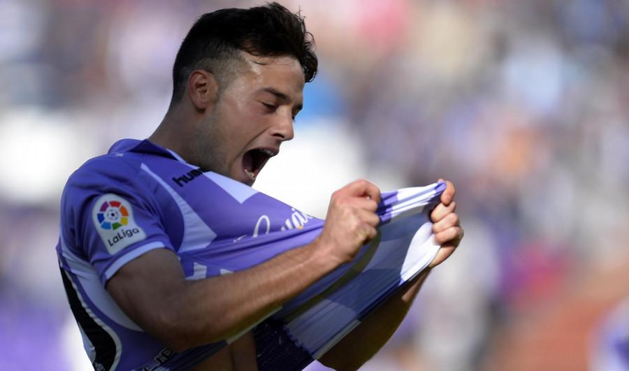 Jose Arnáiz celebra con rabia el gol del empate ante el Club Deportivo Numancia (LaLiga)