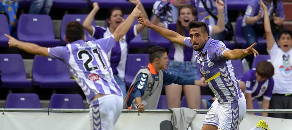 Alex Pérez celebra, junto a Míchel Herrero, el importante gol anotado este sábado al Getafe CF <em><strong>(RealValladolid.es)</strong></em>