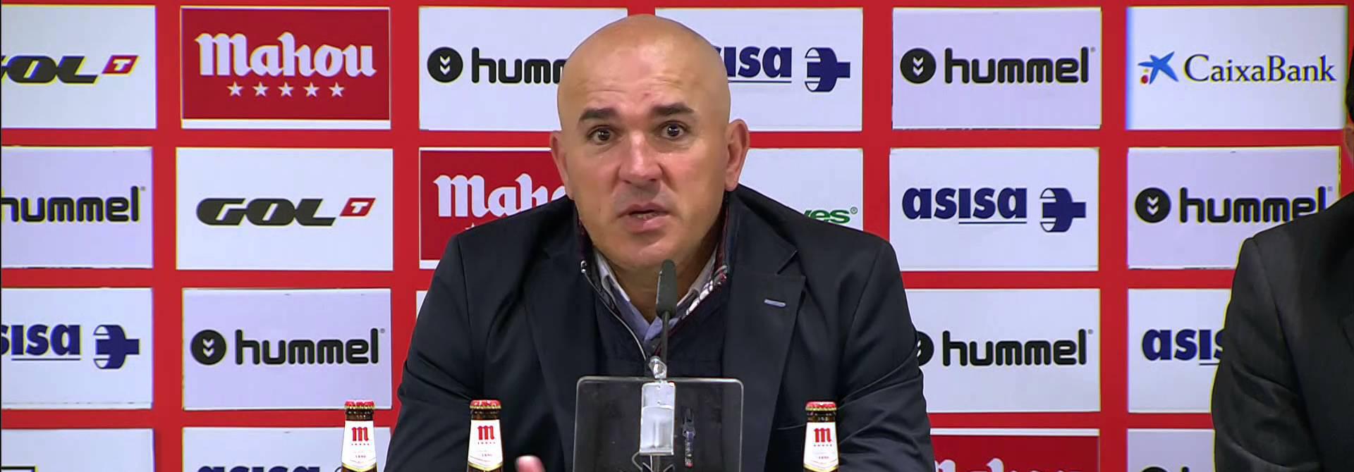 Luis César Sampedro durante una rueda de prensa como entrenador del Albacete Balompié <em><strong>(Imagen Vía YouTube)</strong></em>