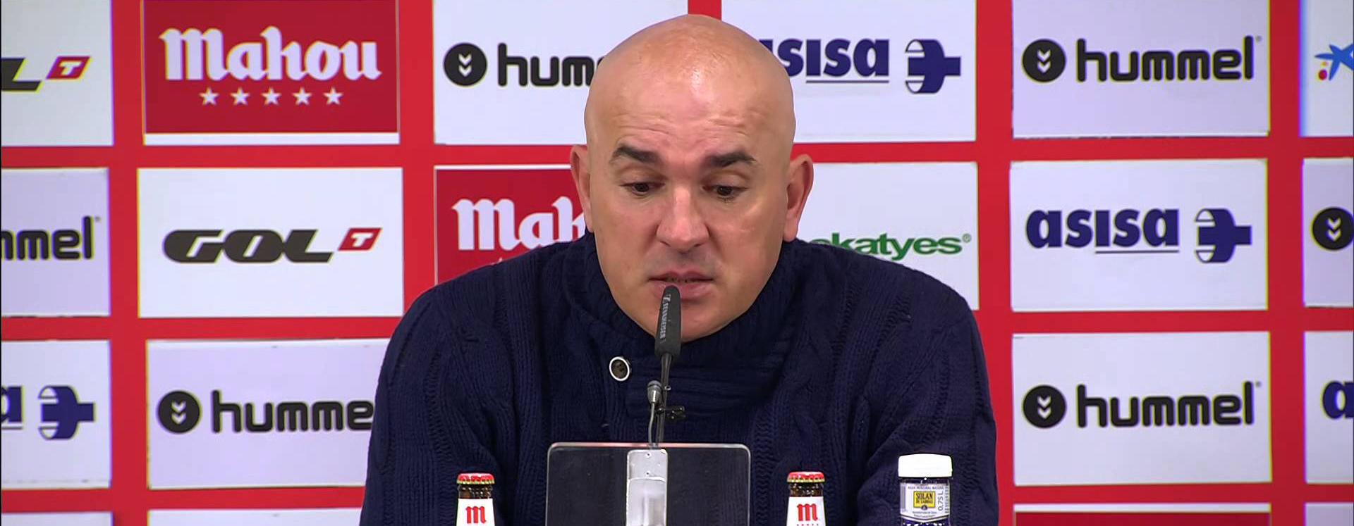 Luis César Sampedro durante aquella rueda de prensa tras empatar (2-2) ante el Real Oviedo <em><strong>(Imagen Vía YouTube)</strong></em>