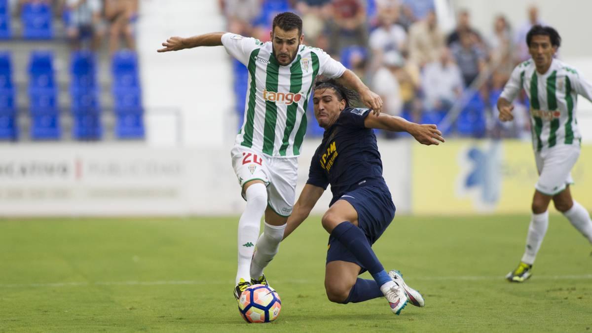 Antoñito Regal, en un encuentro de la temporada pasada del Córdoba CF ante el UCAM Murcia <em><strong>(Diario AS)</strong></em>