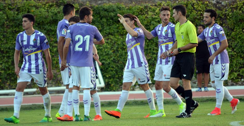 Los jugadores pucelanos celebran uno de los tantos anotados en la victoria (0-4) ante El Ejido 2012 <em><strong>(RealValladolid.es)</strong></em>