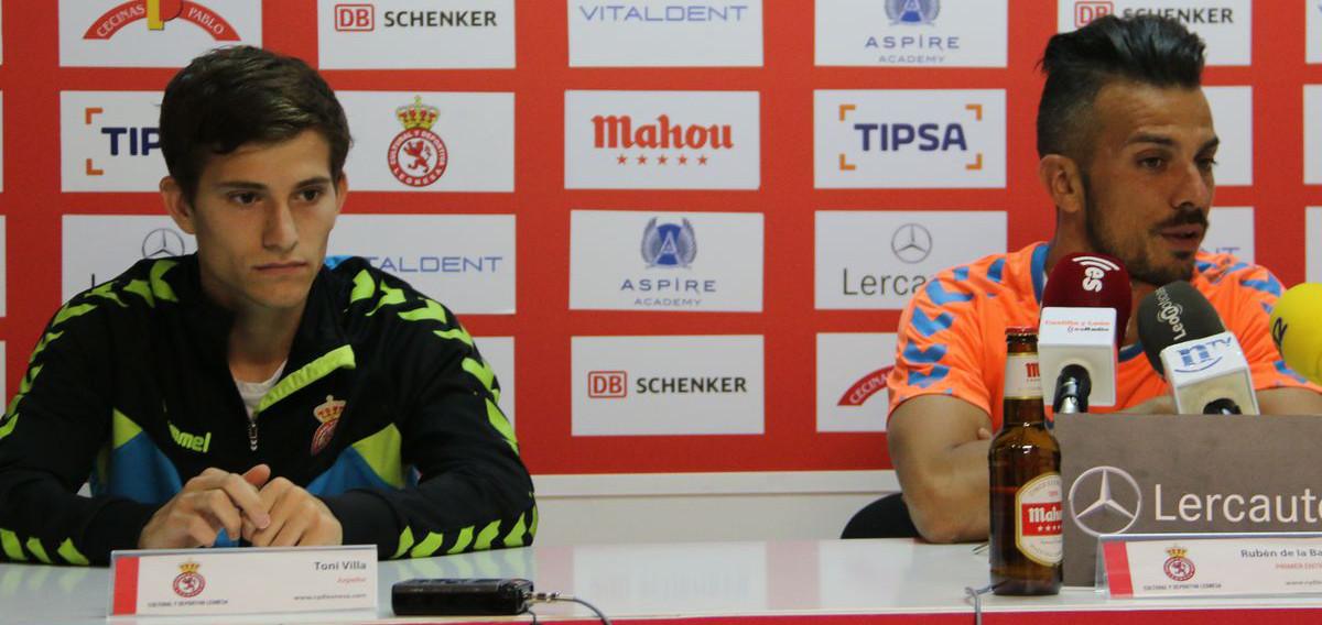 Toni Villa, junto a Rubén de la Barrera, en una rueda de prensa durante la pasada temporada <em><strong>(LeónNoticias)</strong></em>