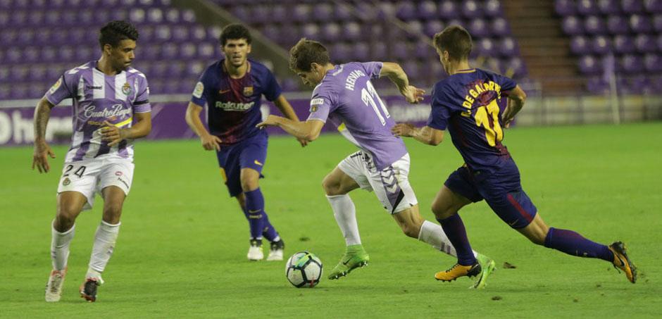 Pablo Hervías, junto a Ibán Salvador, en una acción de la segunda parte del primer partido de la temporada<em><strong> (RealValladolid.es)</strong></em>