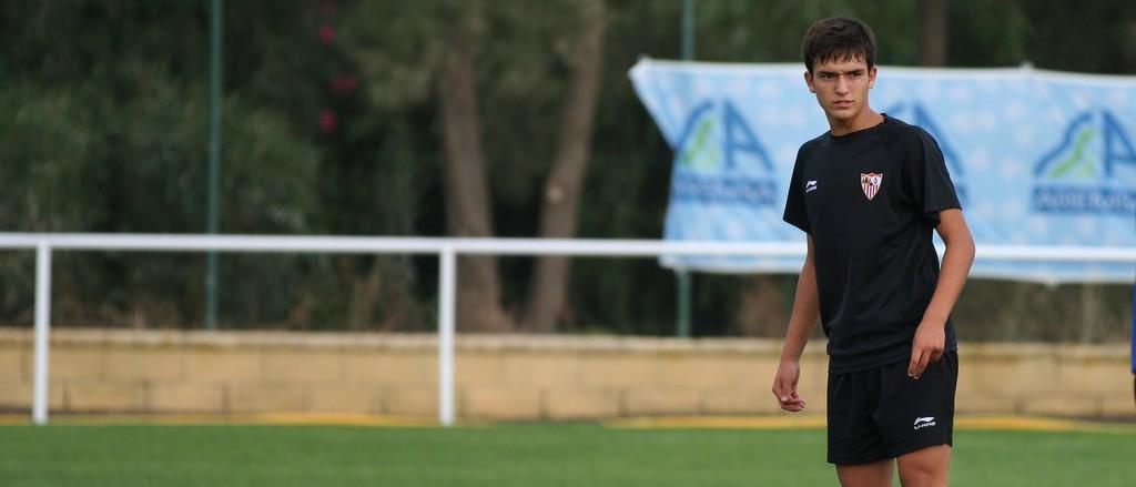 Anotnio Cotán, durante un entrenamiento con la plantilla del Sevilla FC <em><strong>(Paco Luego | NUMBER 1 Sport)</strong></em>