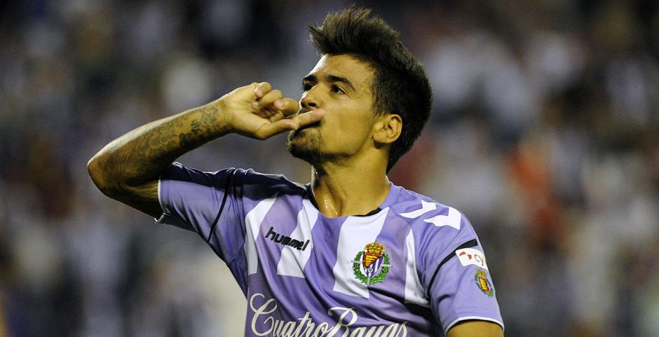 Ibán Salvador celebra el gol anotado en la victoria ante el Club Deportivo Tenerife <em><strong>(RealValladolid.es)</strong></em>