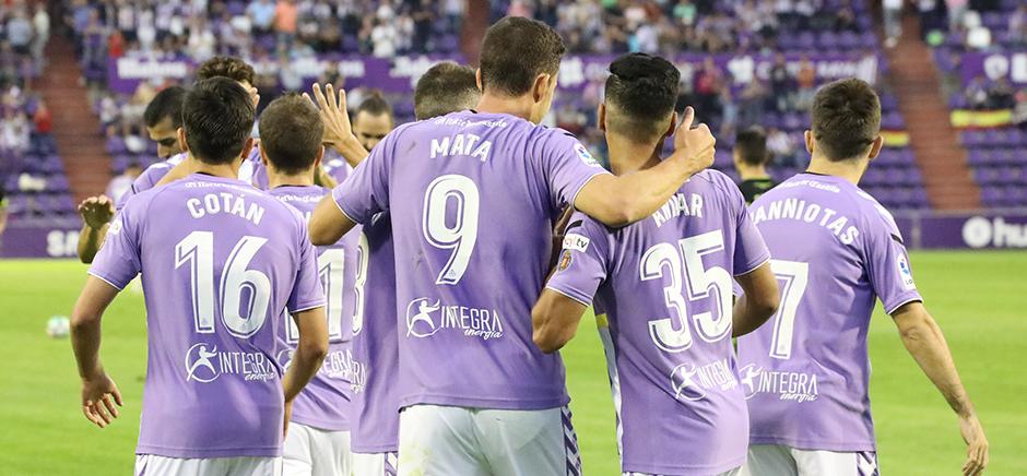 Jaime Mata y Anuar Tuhami celebran el segundo gol del '9', el tercero del partido <em><strong>(RealValladolid.es)</strong></em>