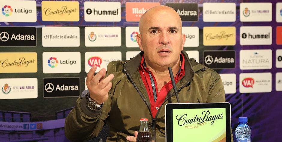 Luis César Sampedro, en la rueda de prensa tras la victoria (4-0) a la Agrupación Deportiva Alcorcón <em><strong>(RealValladolid.es)</strong></em>