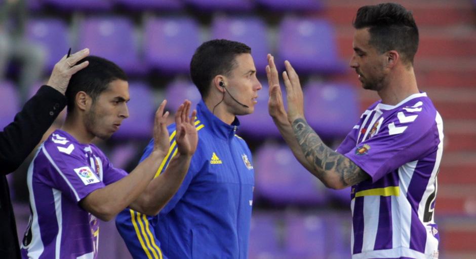 Anuar Tuhami sustituye a Vincenzo Rennella en su primer partido liguero con el primer equipo <em><strong>(RealValladolid.es)</strong></em>