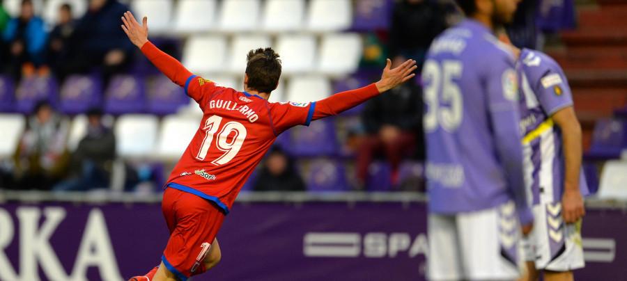 Guillermo Fernández, delantero del Club Deportivo Numancia, celebra el tercer tanto soriano <em><strong>(LaLiga)</strong></em>