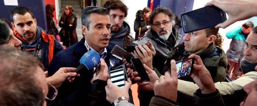 Miguel Ángel Gómez atiende a los medios de comunicación tras el aplazamiento del partido en Pamplona | <em><strong>Foto: LaLiga</strong></em>
