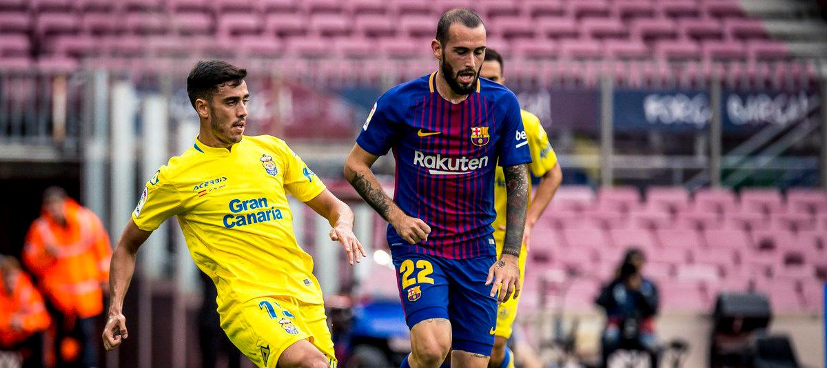 Borja Herrera, con Aleix Vidal, en el duelo disputado por la UD Las Palmas en el Campo Nou |<em><strong> Foto: Gabriel Jiménez</strong></em>