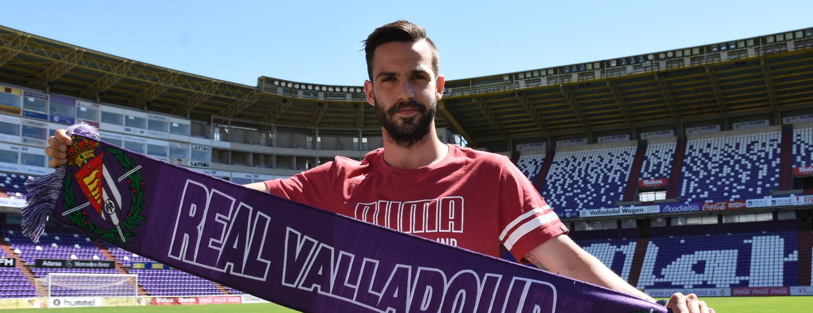 Alberto Guitián, en su presentación con el Real Valladolid   <em><strong>Foto: Andrés Domingo - ElDesmarque Valladolid</strong></em>