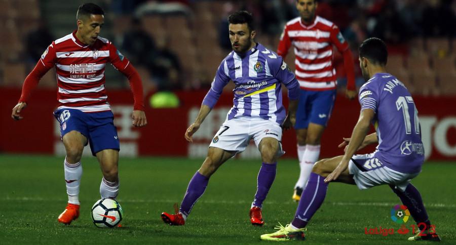 Giannis Gianniotas, junto a Javi Moyano, en el duelo ante el Granada CF | <em><strong>Foto: LaLiga</strong></em>