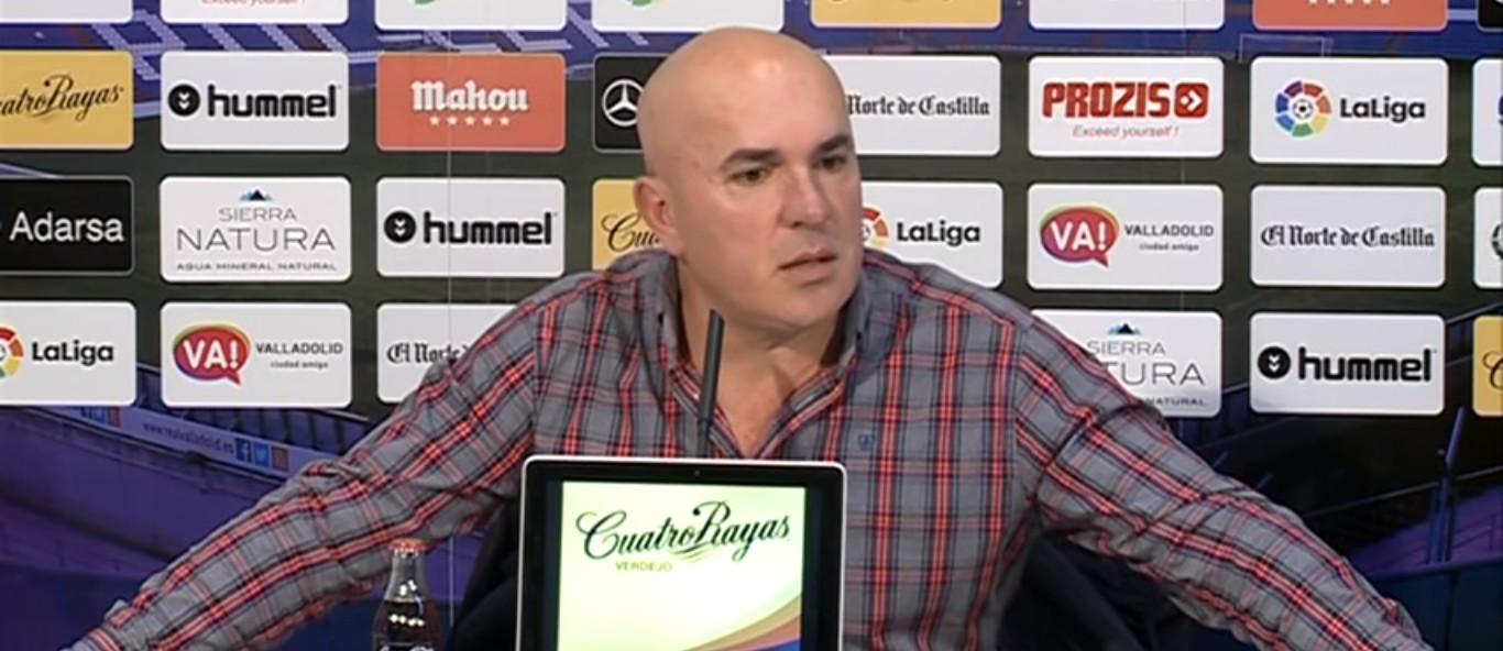 Luis César Sampedro, en la rueda de prensa previa al duelo ante el Rayo Vallecano | <em><strong>Foto: YouTube - La8 de Valladolid</strong></em>