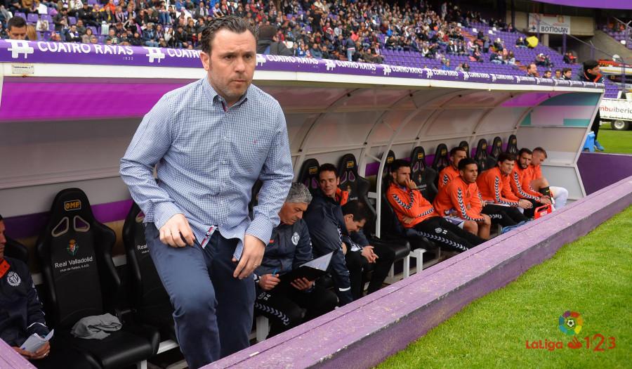Sergio González en el banquillo del Estadio José Zorrilla antes del inicio del partido | <em><strong>Foto: LaLiga</strong></em>