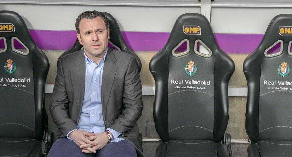 Sergio González, en el banquillo del Estadio José Zorrilla en su presentación | <em><strong>Foto: RealValladolid.es</strong></em>